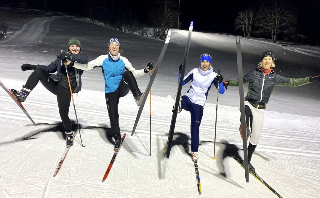 Foto: v.l.n.r. Lea, Noemi, Rhea und Alexandra auf der Nachtloipe in Klosters (9. Feb. 2021)